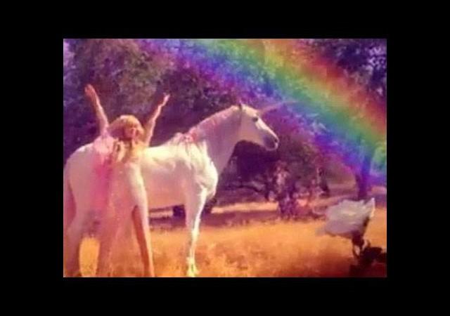 Paris Hilton dönüyor