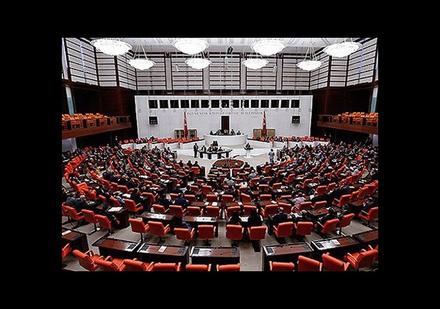 Irak Tezkere'si Kabul Edildi