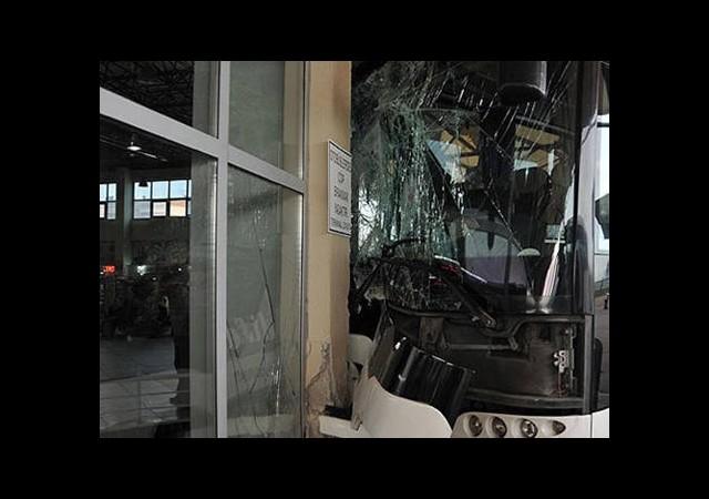 Otobüs Şoförü Vitesi Karıştırdı
