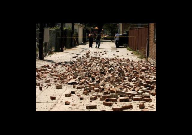 Amerika'da Art Arda 3 Deprem