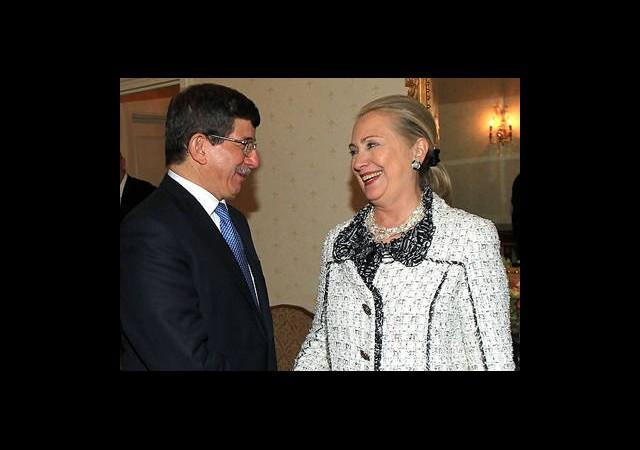 Davutoğlu, Ahmedinejad ve Clinton ile Görüştü