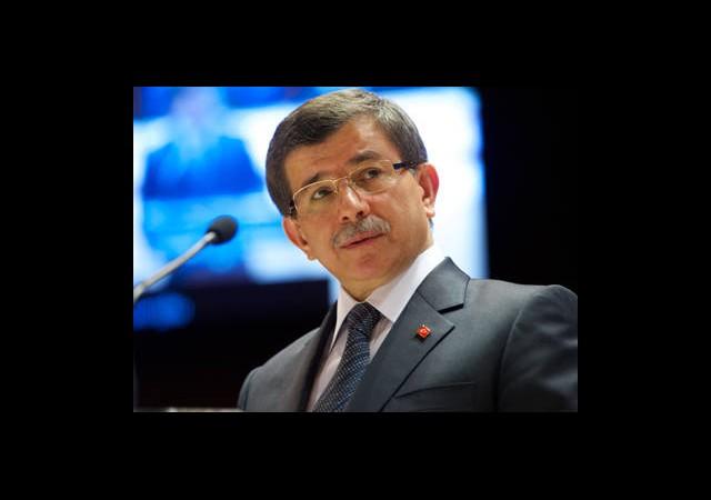 Davutoğlu: Esad Çakıl Taşı Bile Atmıyor