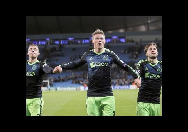 Hollanda'da İlk Yarının Lideri Ajax