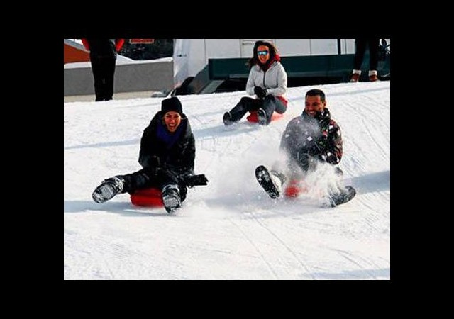 Ünlüler kayak sezonunu açtı