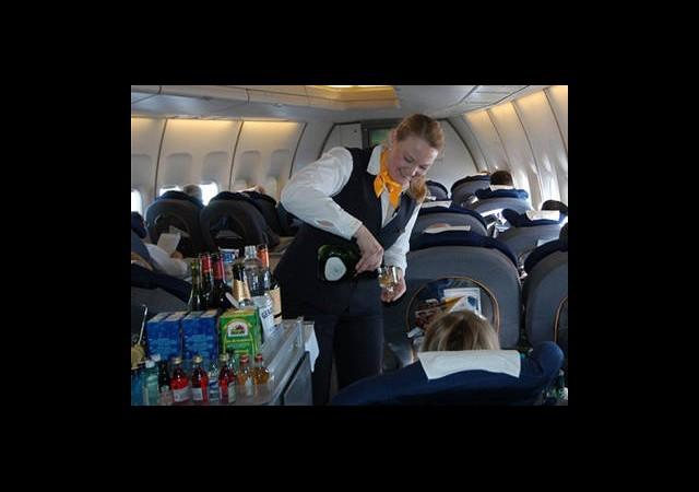 Uçakta Alkole Yasak Geliyor