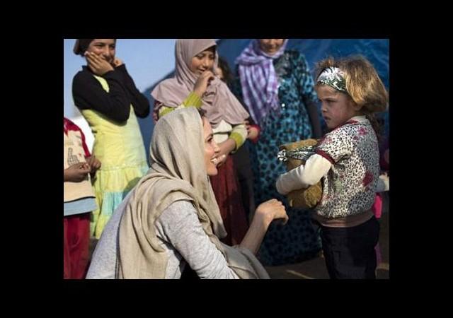 Angelina Jolie'den Suriyelilere ziyaret