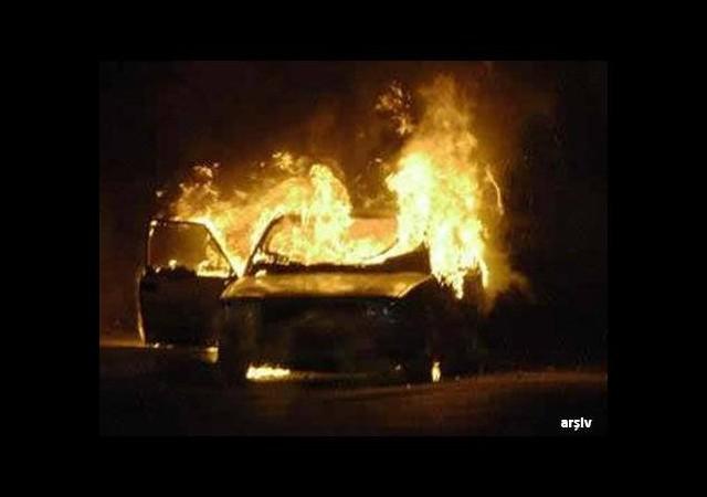 Kaza yapan otomobil yandı