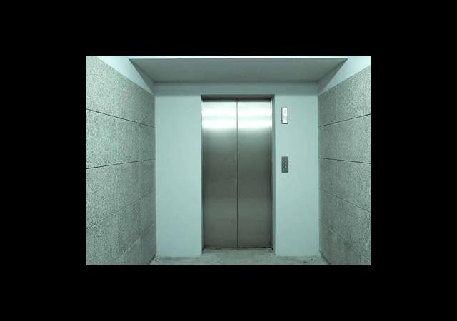 Asansöre Fazla Kişi Binince...