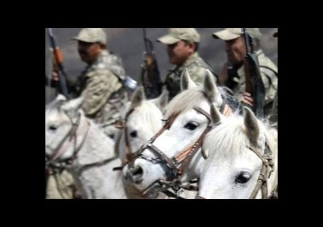 At sırtında PKK'ya karşı savaşıyorlar!