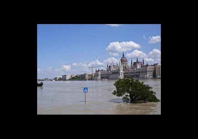 Avrupa'da Sel Alarmı