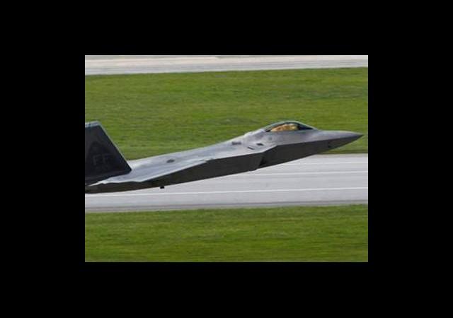'Hayalet'ten Sonra F-22 İle Gözdağı'