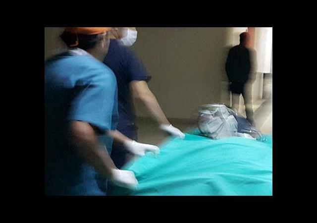 Baba oğul birbirini bıçakladı: 1 ölü