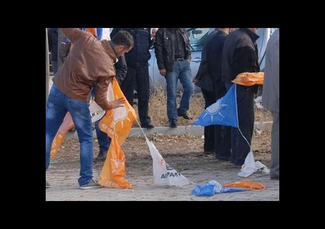 Bakan AK Parti Flamalarını İndirtti!