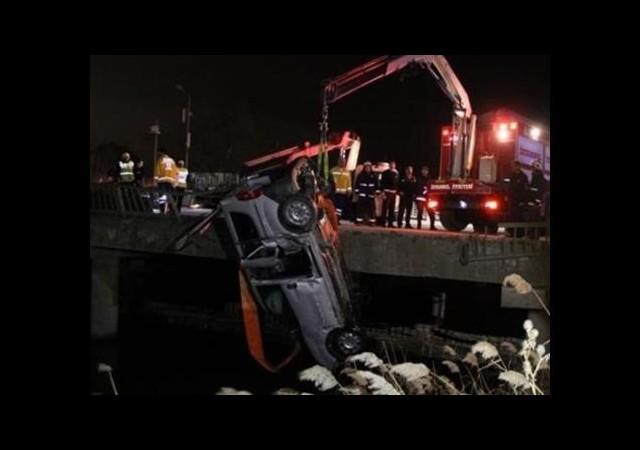 Bakırköy'de kamyonet dereye uçtu: 4 yaralı