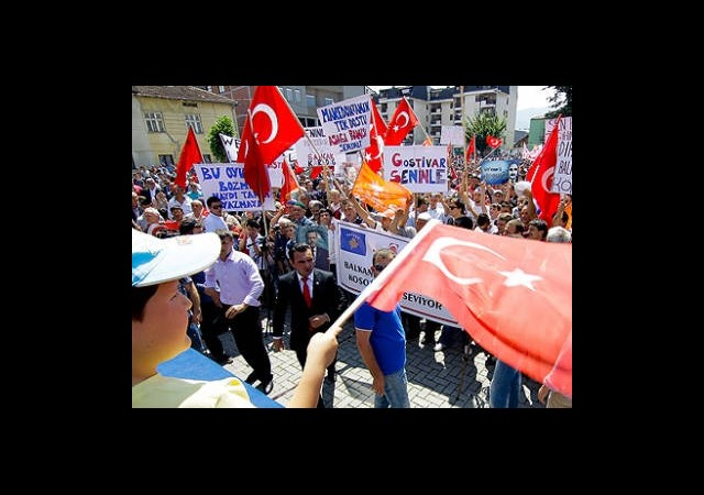 Balkanlar ve Malezya'da Erdoğan'a Destek Mitingi