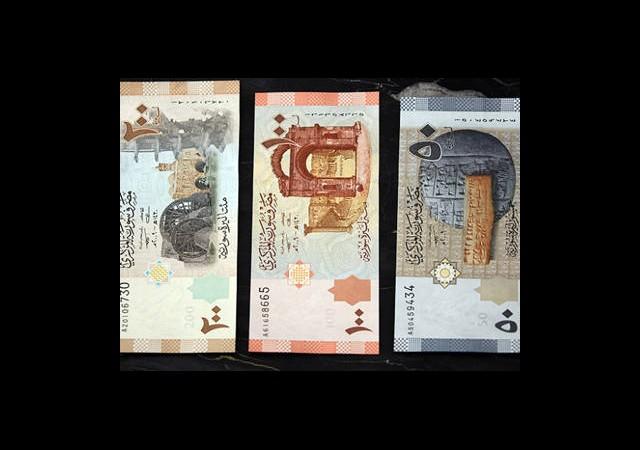 Rusya'dan Suriye'ye Tonlarca Banknot Yağdı