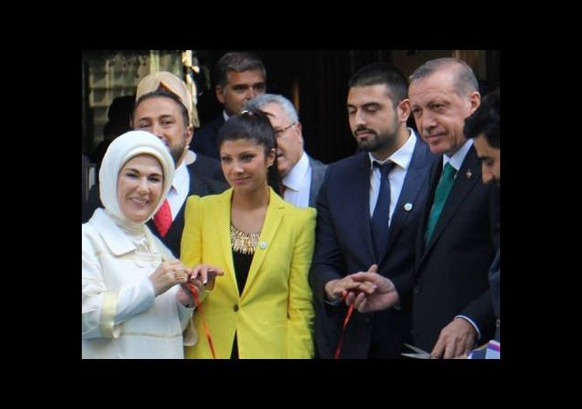 Başbakan Erdoğan ayaküstü yüzük taktı