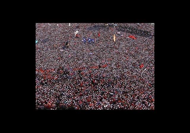 Başbakan Erdoğan Yüz Binlere Seslendi
