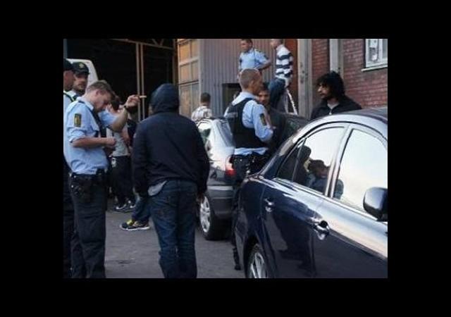 Danimarka'da polis cami bastı