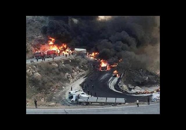 Zincirleme Tanker Kazası: 12 Kişi Yanarak Öldü