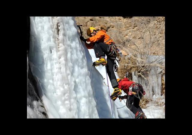 Türkiye'nin en uzun şelalesi buz tutunca...