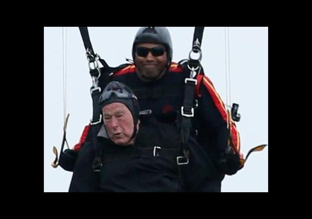 Eski başkan helikopterden atladı