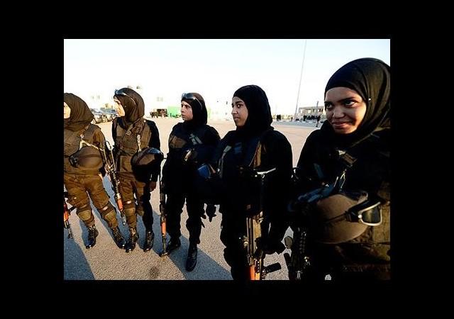 Filistin'in gururu kadın komandolar!