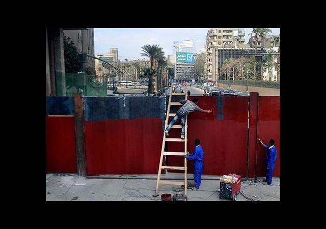 Kahire'de ana caddeye demir kapılar