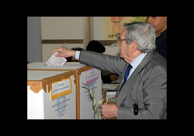 İtalya'da Seçim Yasasına İptal