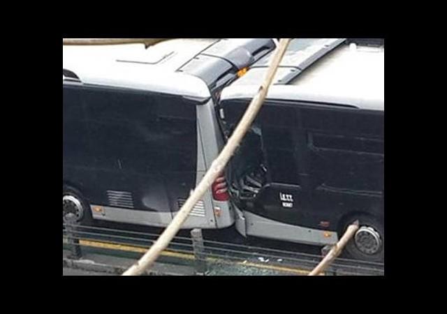 İki metrobüs çarpıştı: Yaralılar var!