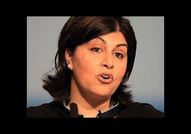 İngiltere'nin ilk müslüman kadın bakanı istifa etti