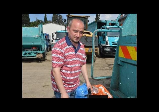 25 bin liralık altını çöpe attı