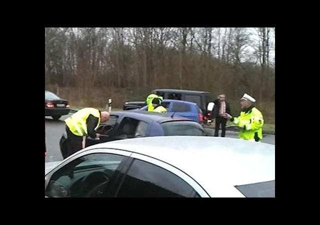 Alman polisi düğün konvoyunu durdurdu, Türkler bahşiş istiyorlar sandı!