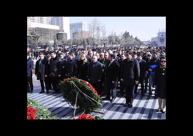 Binlerce Azerbaycanlı andı