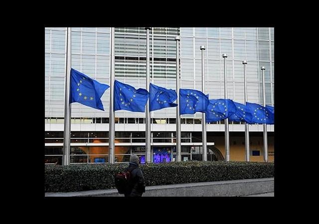 Avrupada Bayraklar Yarıya İndi