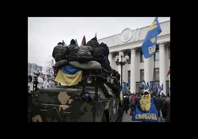 Ukrayna bayrağı geri döndü