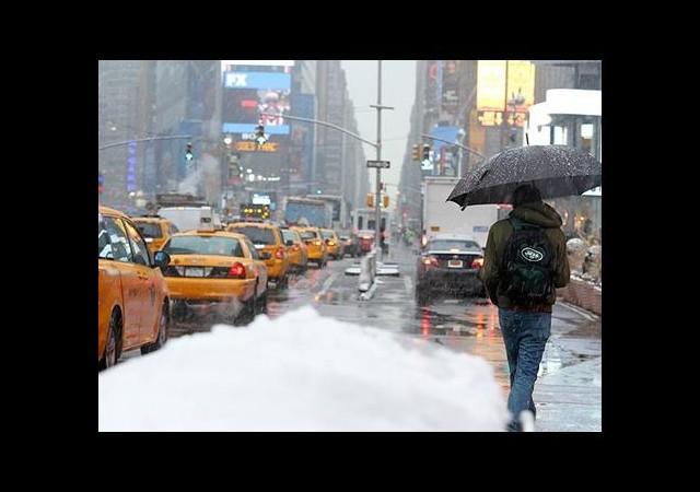 ABD'de Kar, Fırtına ve Sel Can Aldı