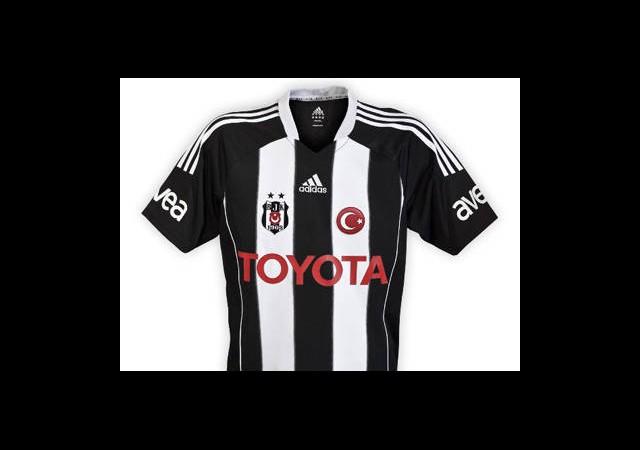 Beşiktaş'ta Çubuklu Formalar Satışta