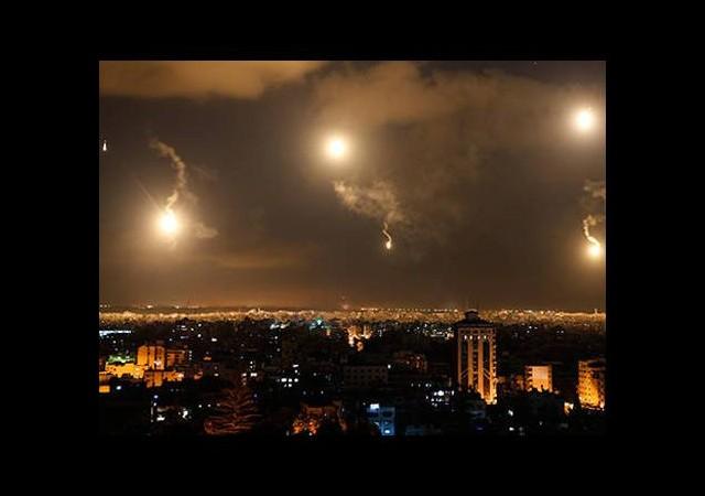 Gazze'ye yoğun bombardıman!