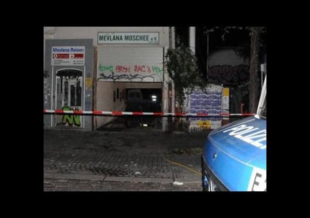 Almanya'da korkutan cami yangını