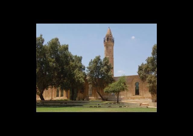 Osmanlı Camisinde 64 Yıl Sonra İlk Cuma Namazı