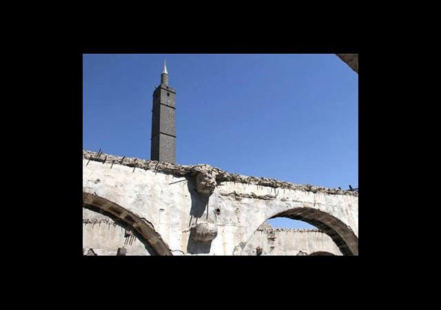 Yıktırılan Fabrikanın Altından 600 Yıllık Cami Çıktı