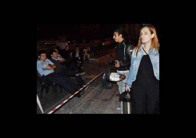Polis Eylemci Çayını Geri Çevirdi