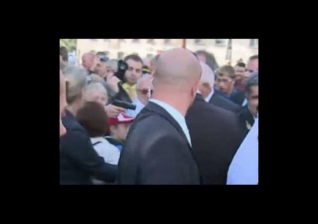 Çek Cumhurbaşkanı'na Silahlı Saldırı