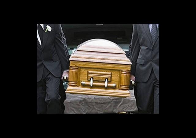 Kendi Cenazesine Katıldı