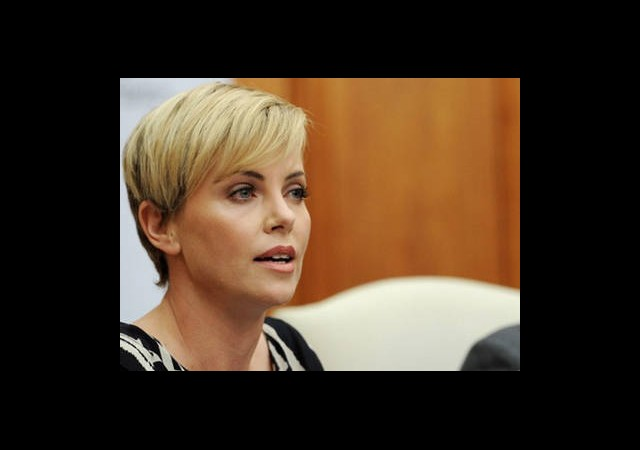 Charlize Theron Güney Afrika'da