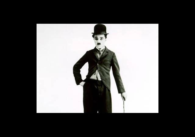 Charlie Chaplin'in Şapkası İle Bastonu, Rekor Fiyata Satıldı