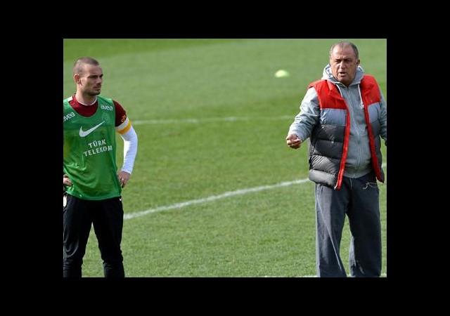 Sneijder'den Terim'i Çıldırtacak Sözler!