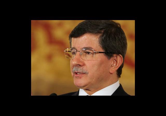 Davutoğlu Dış Basını Eleştirdi