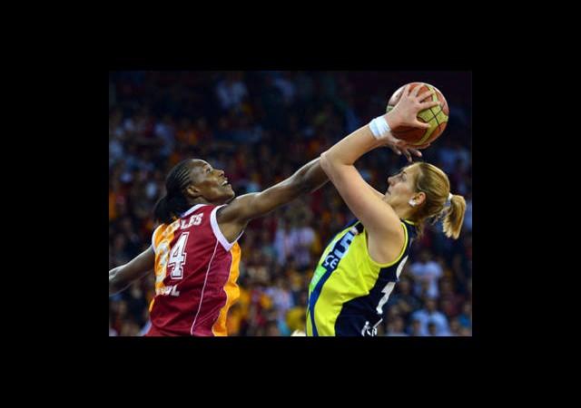 Derbide Gülen Fenerbahçe